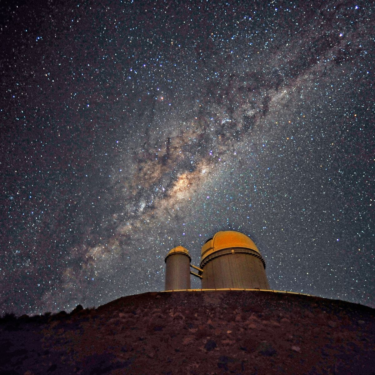 CC BY 4.0: https://commons.wikimedia.org/wiki/File:The_Galactic_Centre_above_the_ESO_3.6-metre_telescope.jpg